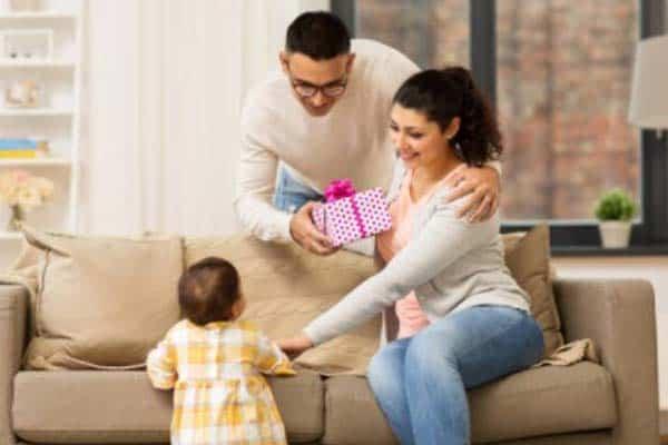 Berbaikan dengan suami dengan cara Beri Hadiah
